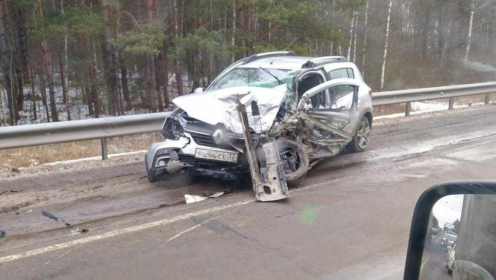 На трассе «Украина» под Навлей разбились три автомобиля