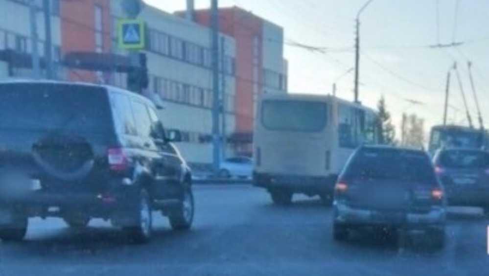 В Брянске на Городище столкнулись две легковушки