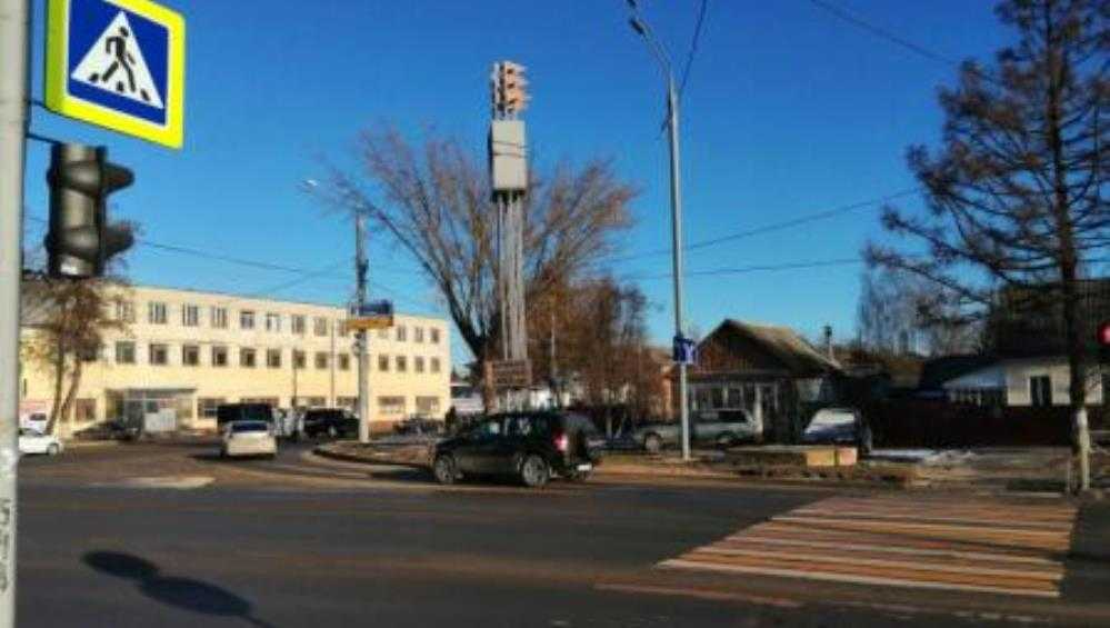 В Брянске автомобили на «зебрах» сбили двоих пешеходов