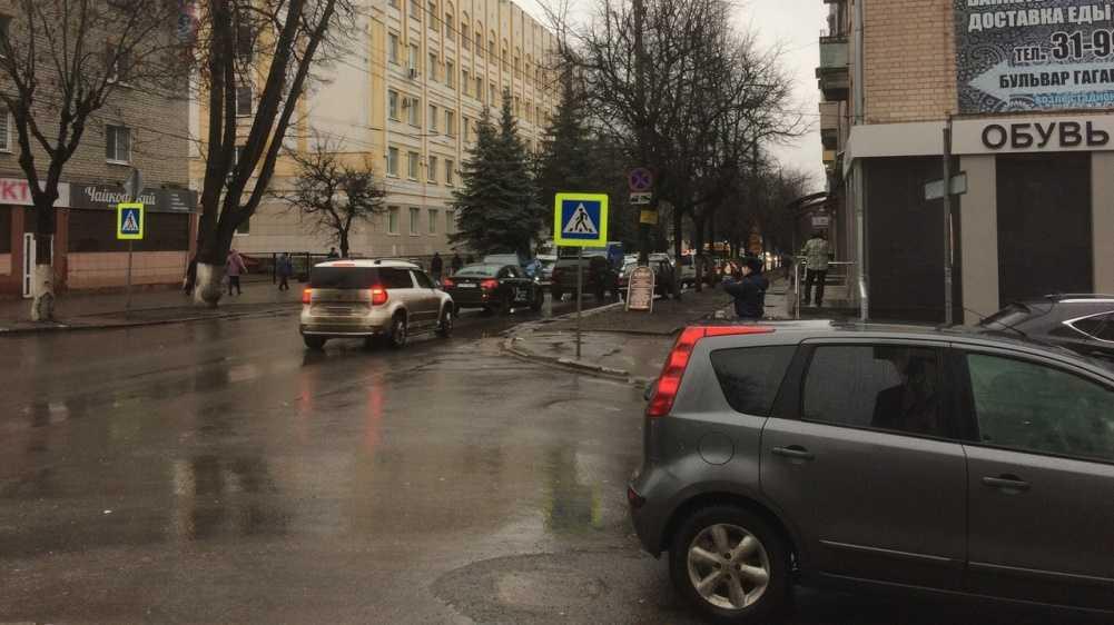 В Брянске автомобиль сбил пешехода на улице Фокина