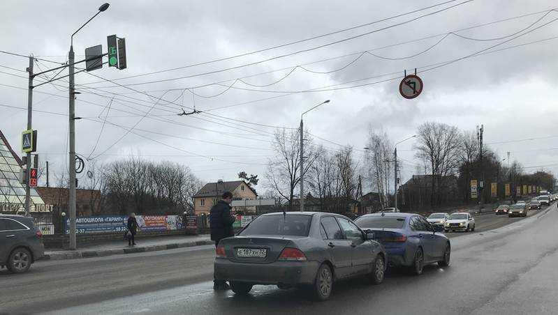 В Брянске на Городищенской горке произошло нелепое ДТП