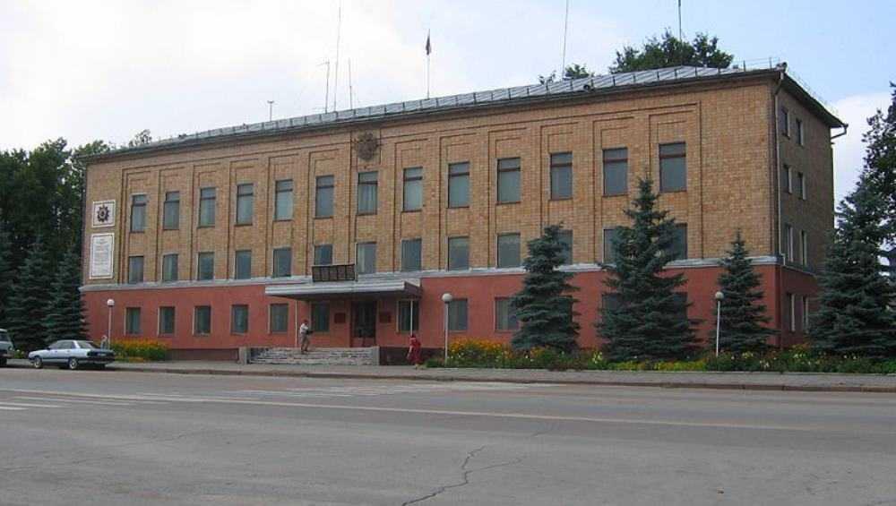 Прокуратура велела чиновникам отремонтировать дорогу в центре Дятькова