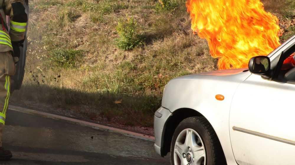 В Брянском районе за полчаса потушили горевший автомобиль