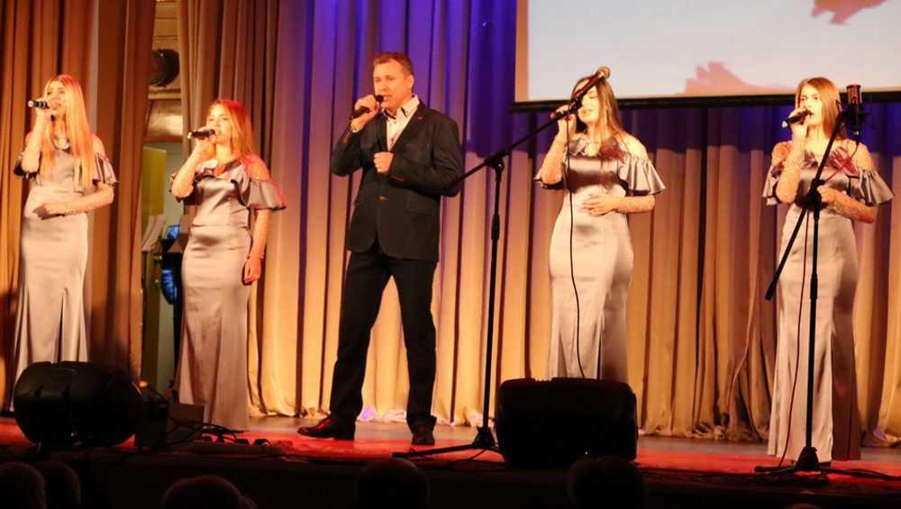 В Брянске Валентин Фирсов дал концерт для ветеранов