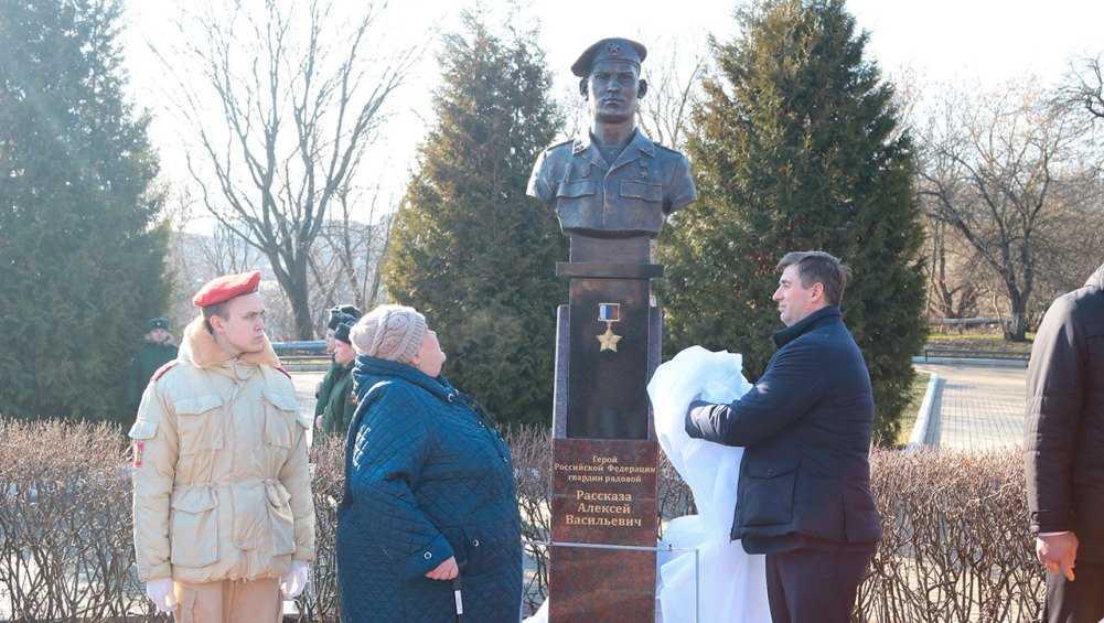 В Брянске на Аллее героев открыли бюсты погибших бойцов 6 роты