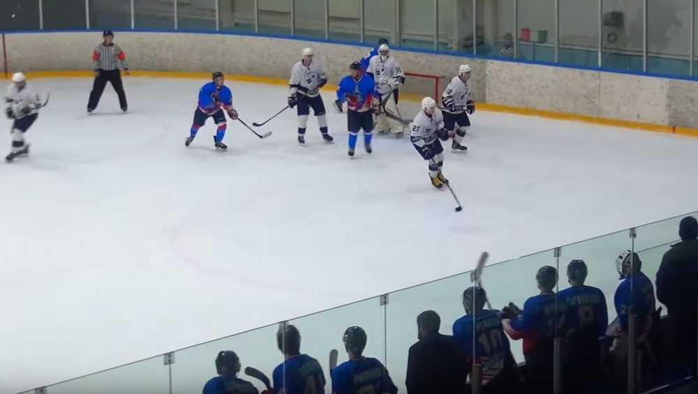 Брянские хоккеисты дома победили «Карелию» лишь в одном матче из двух
