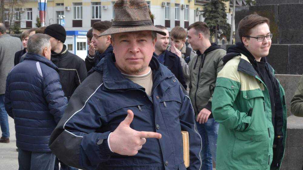 Защитник Коломейцева спас себя от бесов в Брянске на площади Ленина