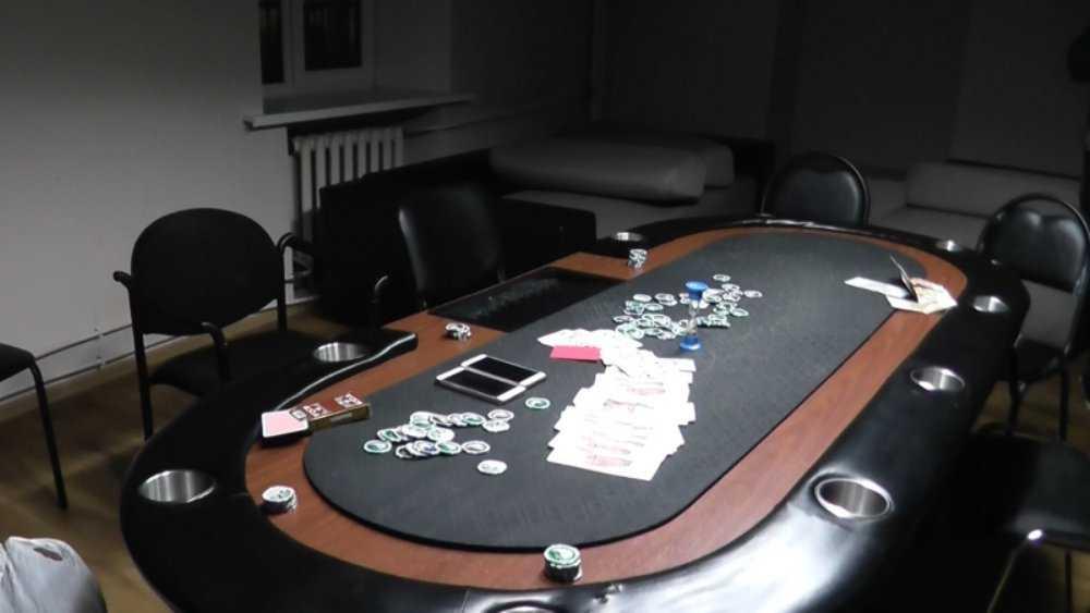 В Брянске разоблачили владельца подпольного покерного клуба