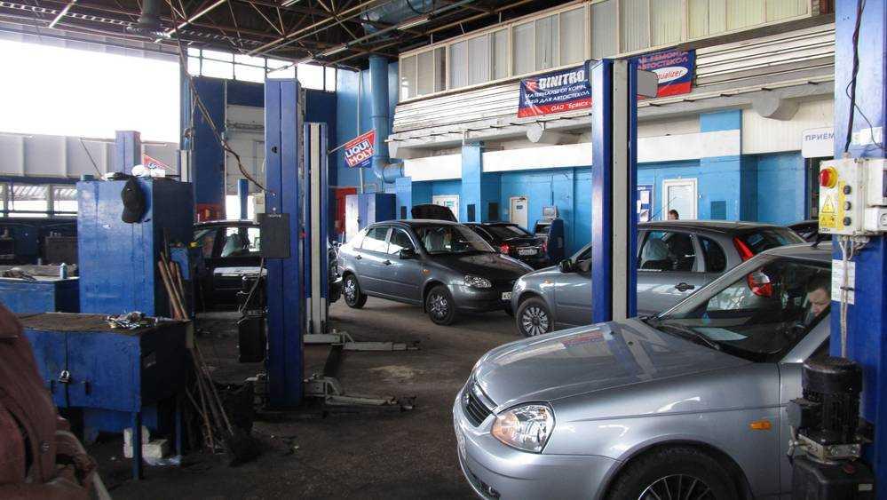 В Брянске вдвое сбросили цену на легендарный автоцентр «Лада»