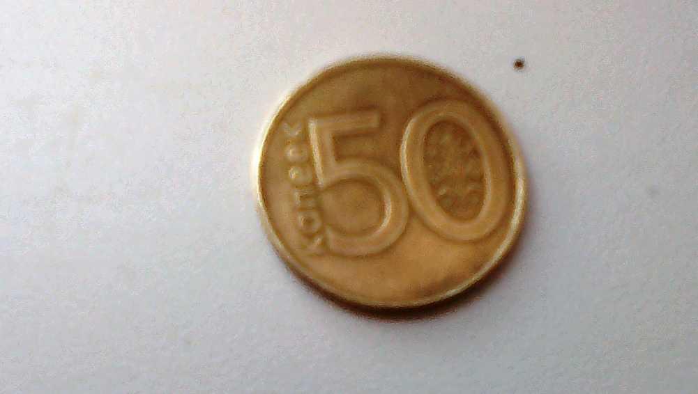 Водитель брянской маршрутки № 65 дал пассажирке сдачу белорусской монетой