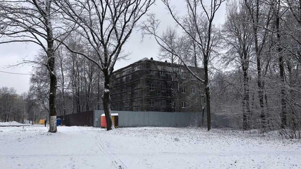 В Брянске разразился скандал с мрачным зданием в парке