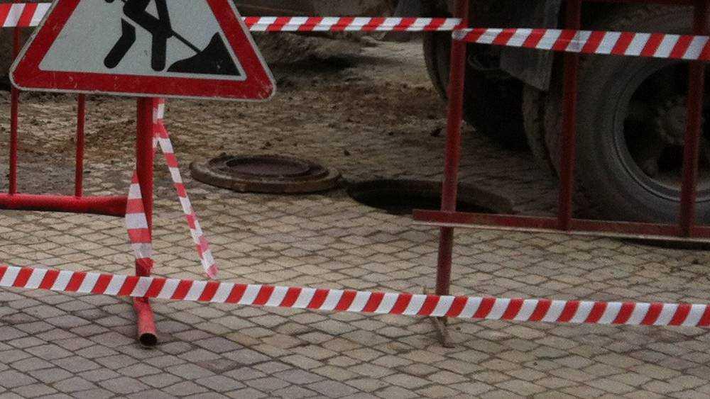В Брянске возле Центрального рынка потекла река из канализации