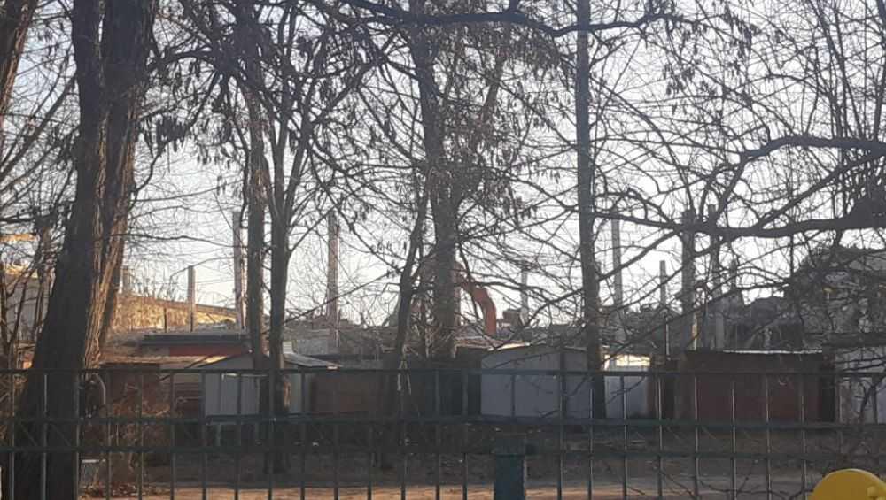 В Брянске начали сносить старые цеха бывшего завода «Литий»