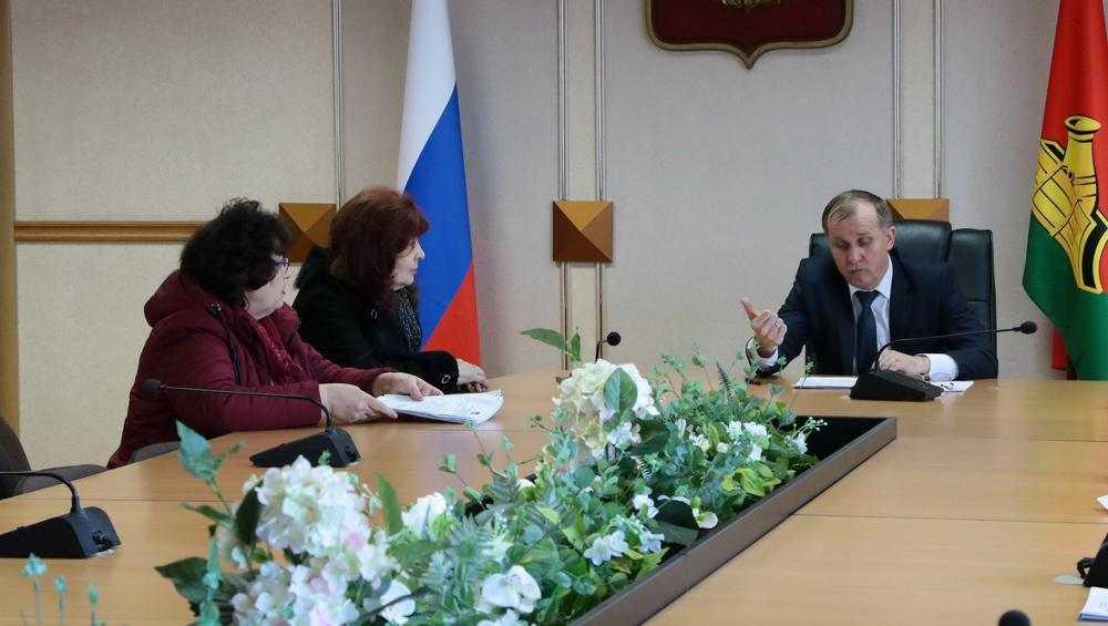 Житель Брянска попросил мэра перенести остановку «Школа № 1»