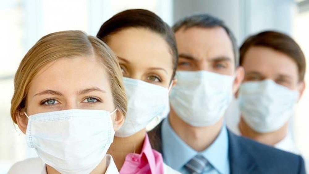 Одиноким и бедным брянцам помогли с масками и антисептиками