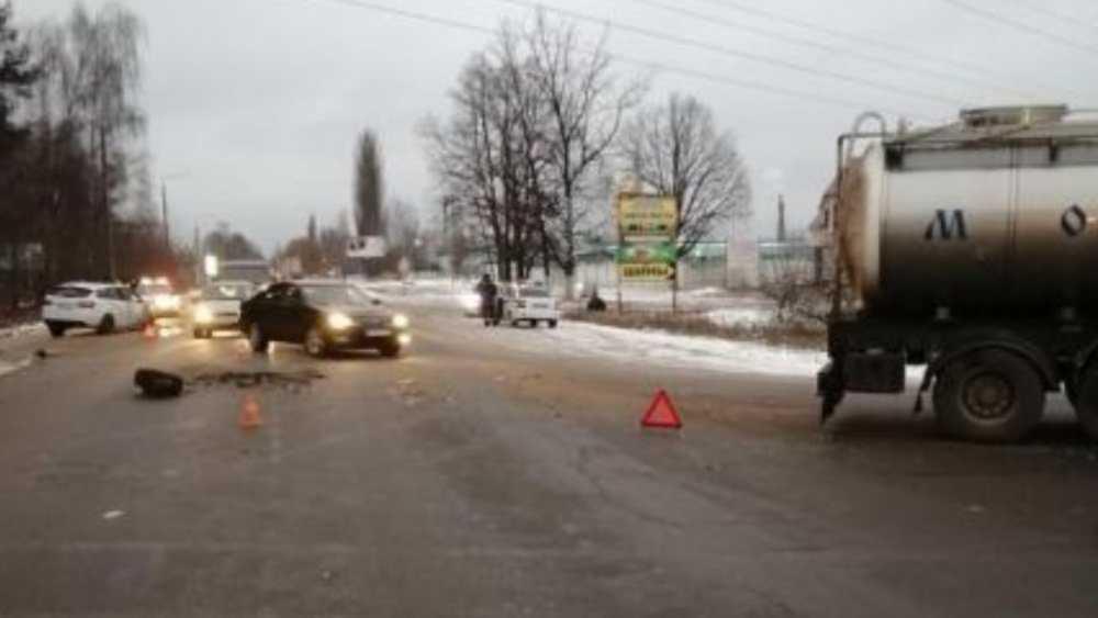 В Брянске на улице Литейной грузовик врезался в легковушку