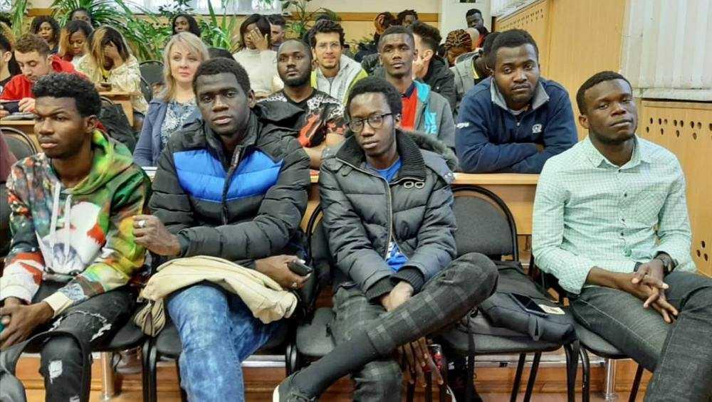 Иностранным студентам брянских вузов предложили провериться на ВИЧ