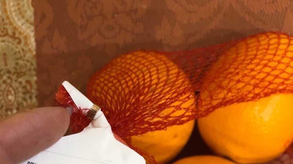 Жительница Брянска купила в магазине апельсины с червями