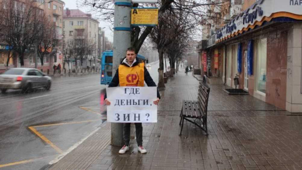 Брянских активистов возмутил ремонт остановок