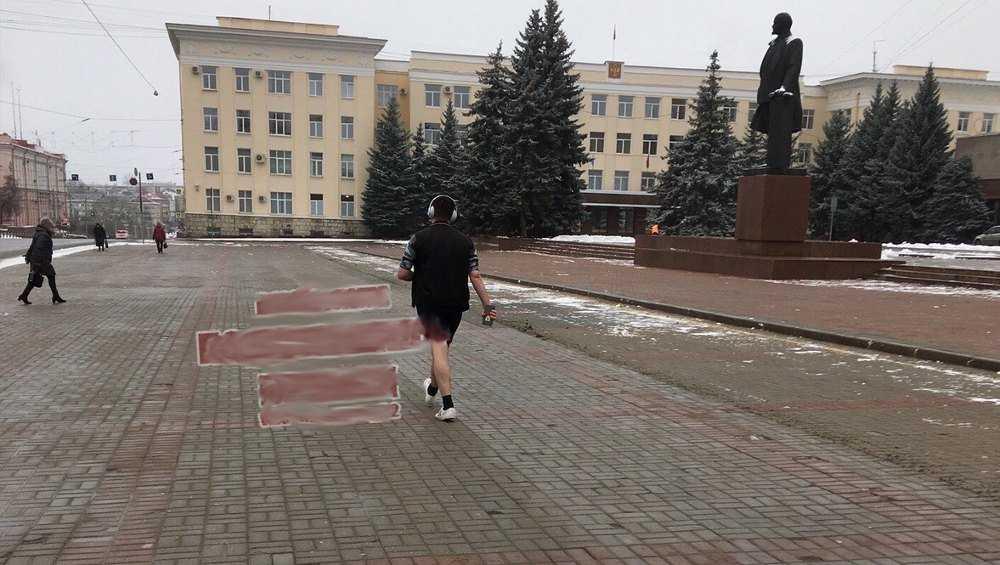 По Брянску прошлась дама в одном полотенце