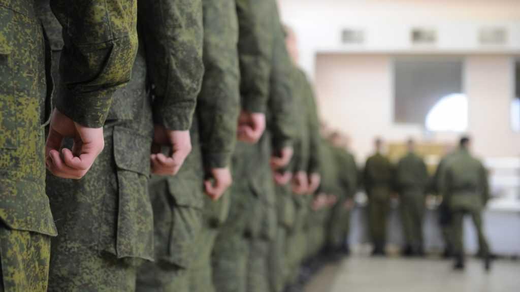 Уличенного во взяточничестве брянского офицера оштрафовали и оставили служить в армии