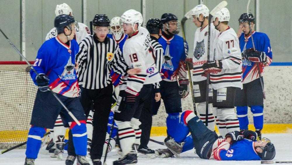 Брянские хоккеисты проиграли в гостях второй матч подряд