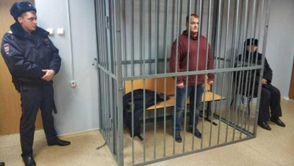 Брянского чиновника Шарова за взятку отправили на два года  в колонию