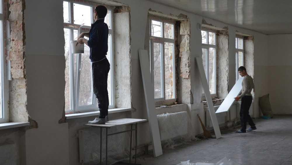 В десятках брянских школах в этом году обновят кровлю и окна