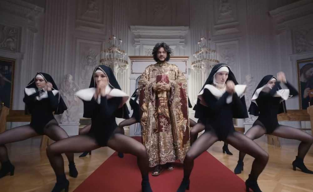 «Моральные уроды»: шоу-бизнес все больше шокирует россиян