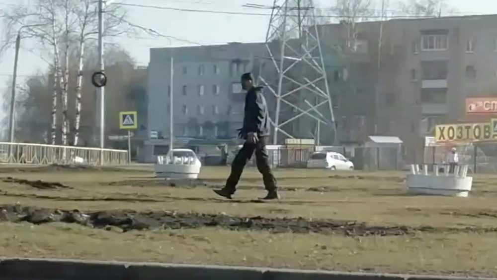 Неадекватный мужчина на выезде в Брянске шокировал горожан