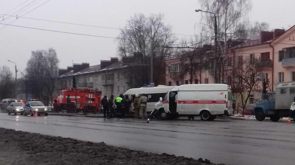 В Брянске есть раненые в ДТП с маршруткой №47 и скорой