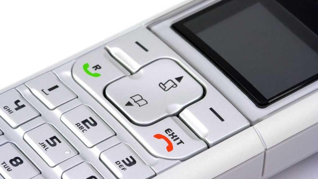 Всем российским ветеранам бесплатно выдадут мобильные телефоны