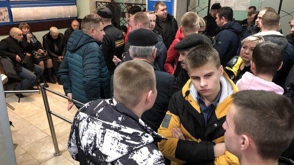 Друзья погибшего от руки брянского полицейского юноши не оправились от потрясения