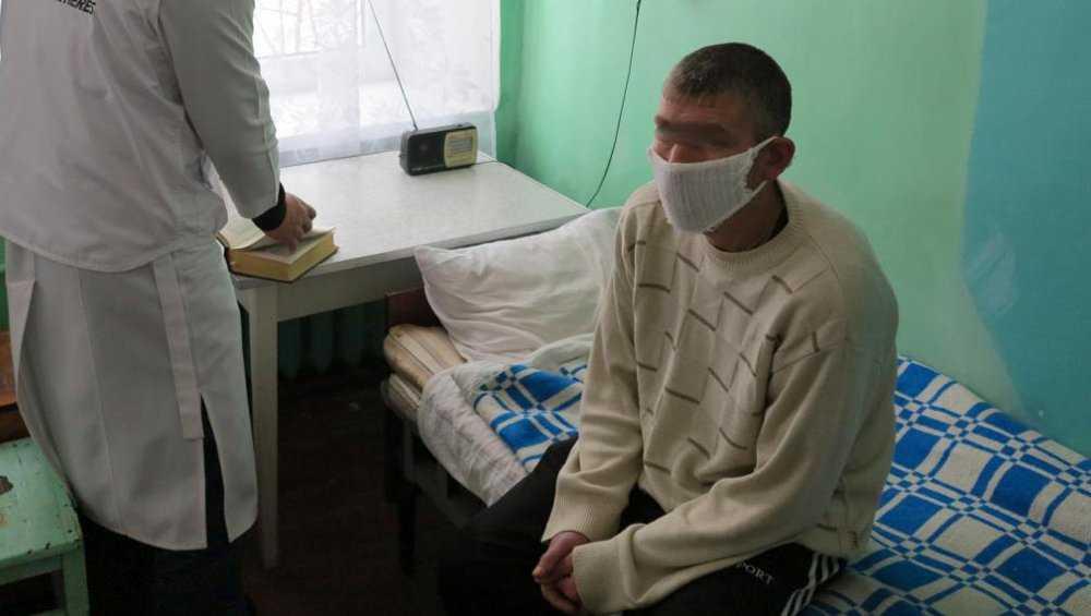 Брянские родственники туберкулезного больного попросили изолировать его