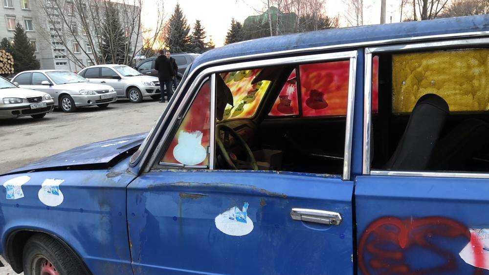 В Брянске у отдела полиции разгромили и разграбили старушку автопрома