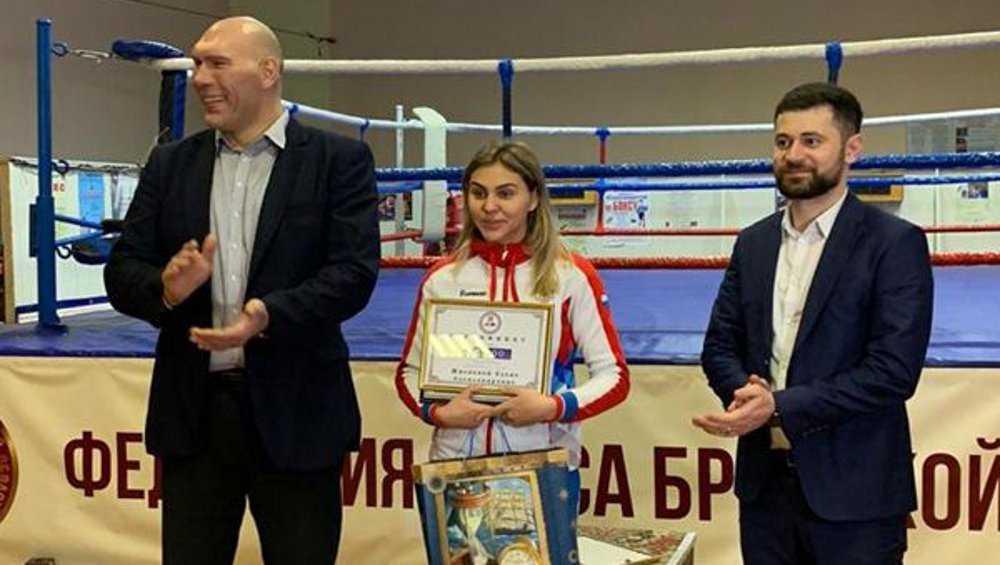 Лучшим боксером Брянской области признана Елена Жиляева