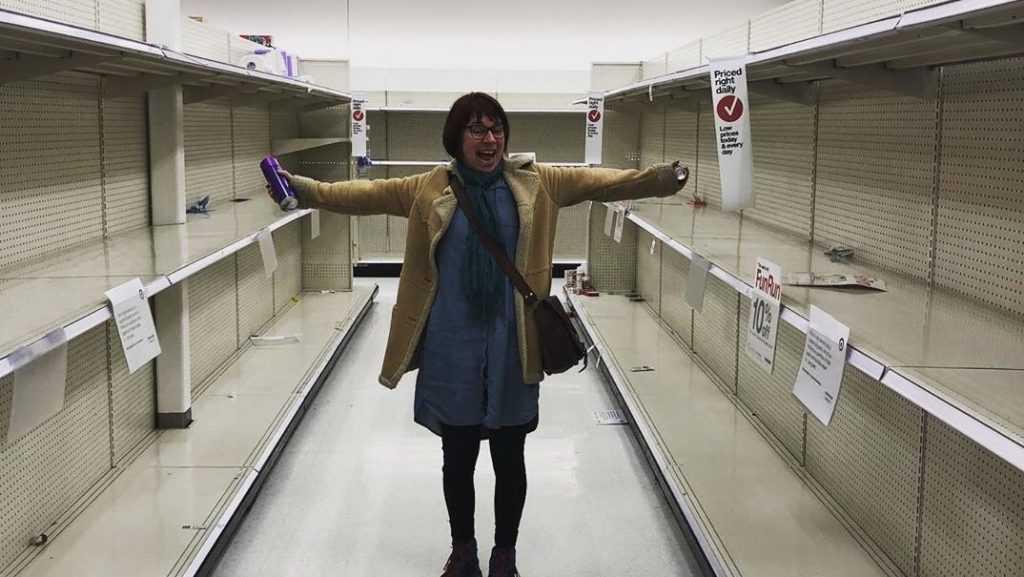 «Газет у вас нет?»: россияне высмеяли подготовку иностранцев к пандемии коронавируса