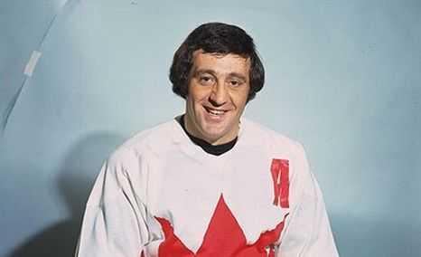 Путин наградил легендарного канадского хоккеиста