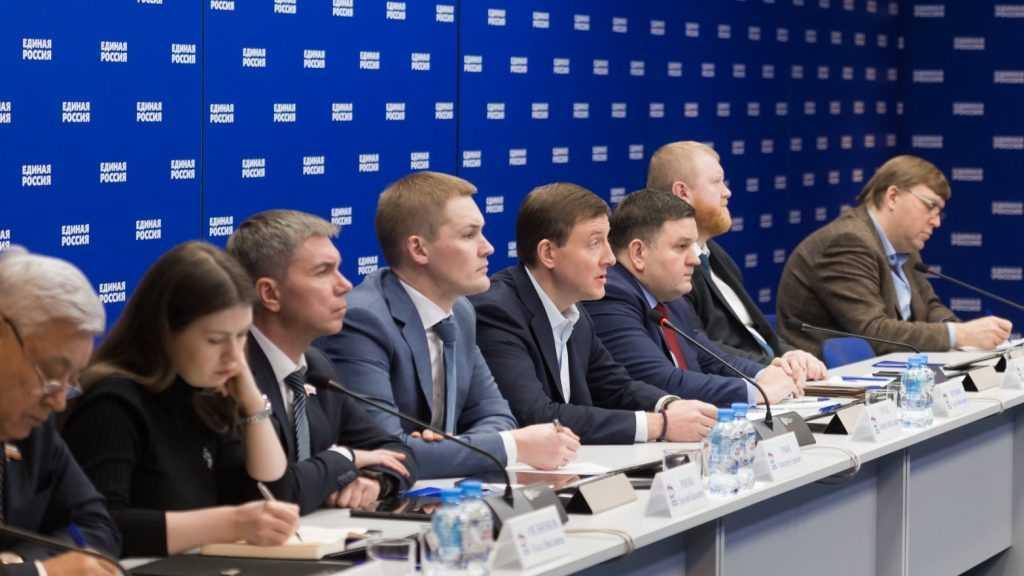 «Единая Россия» подключает партийный ресурс для помощи людям в связи с пандемией коронавируса