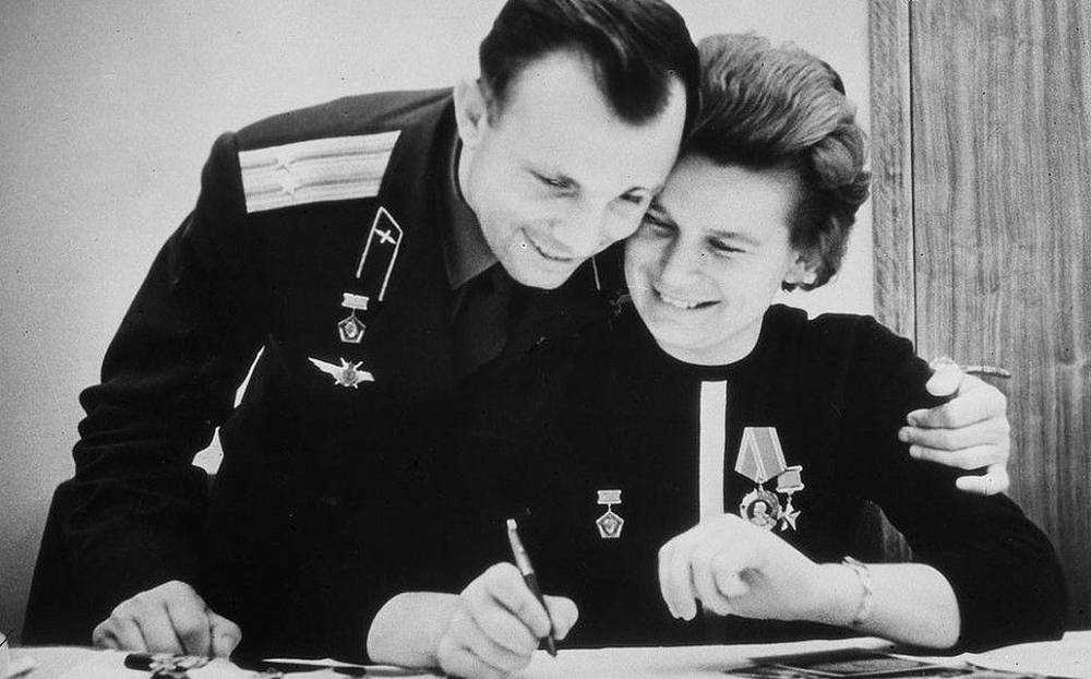 Губернатор Брянской области поздравил с днем рождения Валентину Терешкову