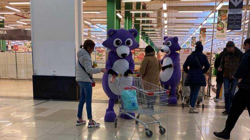 Брянцев удивило сражение кукол с коронавирусом в гипермаркетах