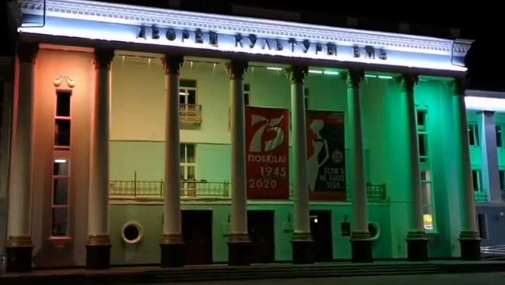 В Брянске на ДК БМЗ появилась меняющаяся ночная подсветка