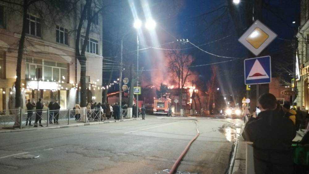 В Советском районе Брянска загорелось здание на улице Фокина