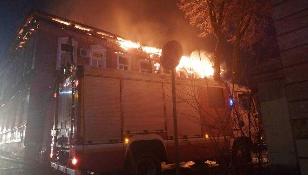 Брянские дознаватели установят причины пожара в здании на Фокина