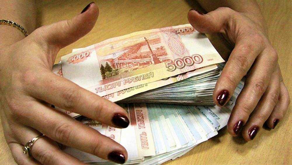 В Погаре сотрудницу торгового предприятия уличили в краже денег и товара