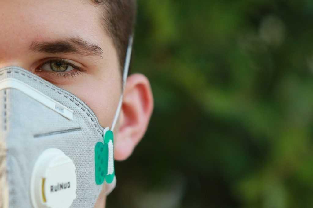 Брянским школьникам разрешили носить маски по их желанию
