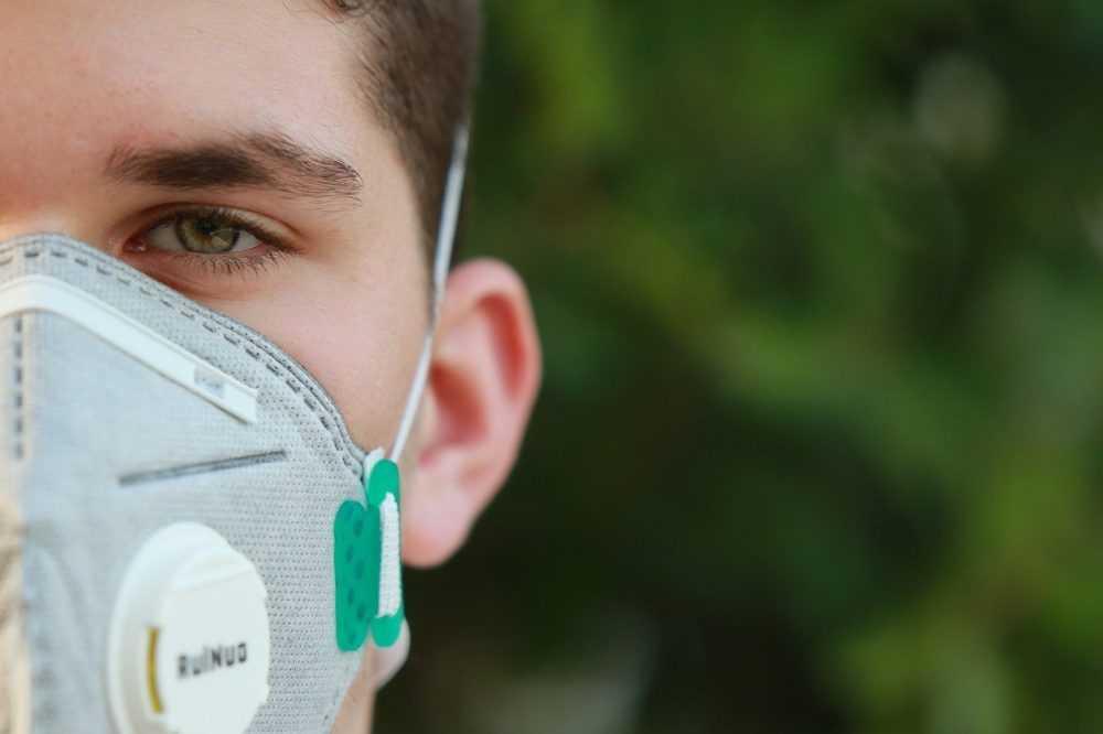 Брянским школьникам разрешили носить маски по желанию
