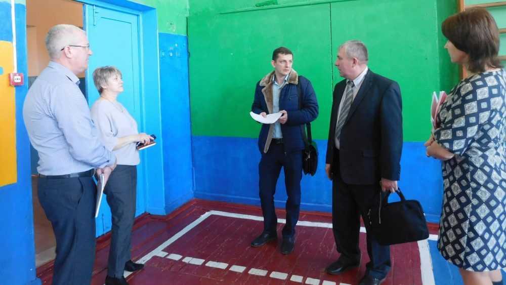 «Единая Россия» контролирует подготовку сельских школ к ремонту спортзалов