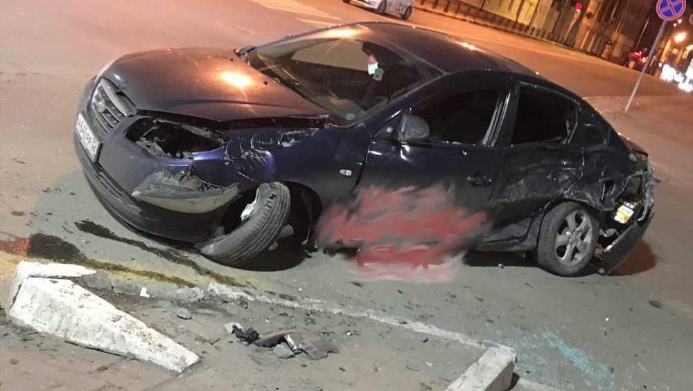 На проспекте Ленина в Брянске ночью разбились два автомобиля
