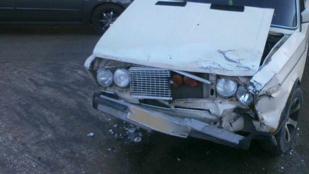В Дубровке при столкновении автомобилей погиб 71-летний водитель